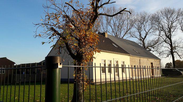 Deze boerderij in Oud Gastel werd omgeturnd tot modern woonhuis. De gemeente werkt nu mee aan een procedure om dat legaal te maken.