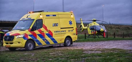 Auto belandt in water in Prinsenbeek