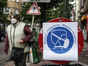 """Marc Van Ranst veut la fin des règles absurdes et plaide pour un panneau """"masque obligatoire"""" uniforme"""