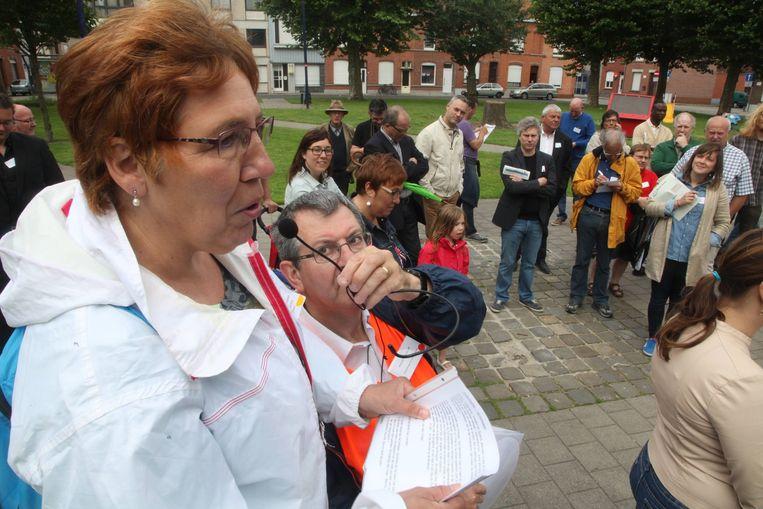 Bewoners hielden geregeld halt om knelpunten toe te lichten aan de politici.