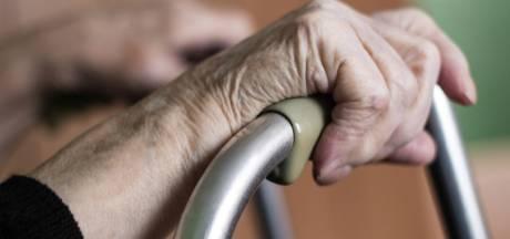 Zorgverleenster uit Staphorst (33) vast voor bestelen van ouderen