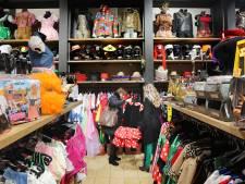 Geen nieuw pakske voor carnaval, toch zitten de feestwinkels niet stil: 'Mensen willen dat carnavalsgevoel'