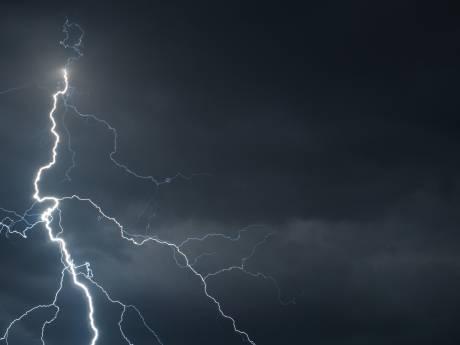 Noodweer trekt over Amersfoort: huilende kinderen bij avondvierdaagse in Leusden
