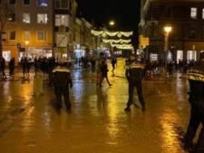 Relschoppers belagen politie in Groningen: agent gewond, zeker drie arrestaties