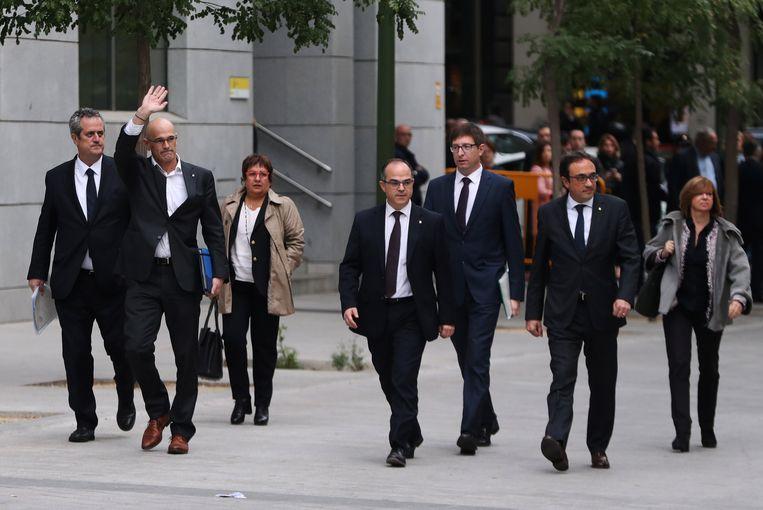 Zeven van de Catalaanse ontslagen ministers die nu opgesloten zitten in gevangenissen net buiten Madrid.