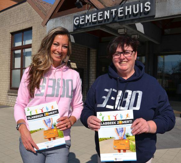 Dorpspartij bestuuerslid Katrien Vanherck en schepen Hilde Holsbeeks (Dorpspartij) stellen Glabbeek Zomert! voor.