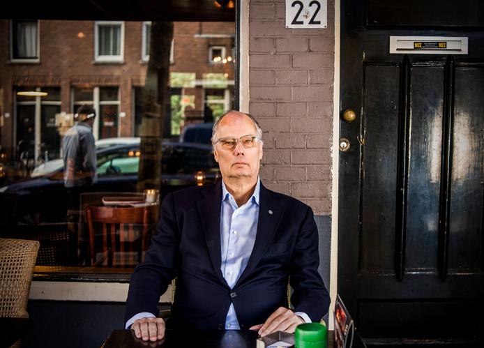 Leo Bruijn, oud-horecaman en PvdA-fractievoorzitter, blijkt ernstig ziek. Een afscheidsinterview in cafe Stobbe. Foto: Frank de Roo