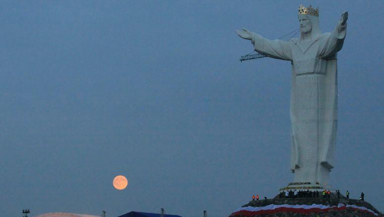 Het enorme Christusstandbeeld in het Poolse Swiebodzin. (Foto uit 2010).