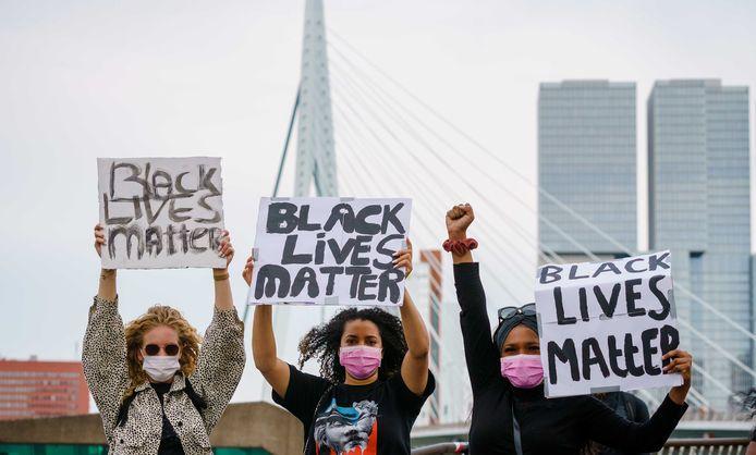 Deze week was ook in Rotterdam een manifestatie tegen racisme en politiegeweld in de VS. Aanleiding voor de protesten wereldwijd is de dood van George Floyd in de Amerikaanse stad Minneapolis.