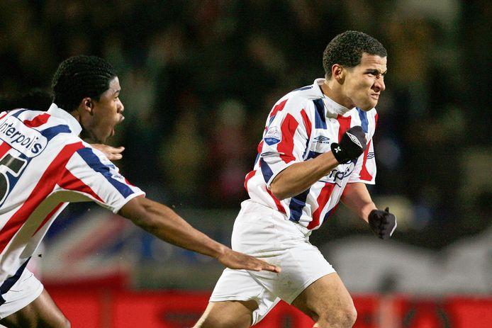 Anouar Hadouir viert met gebalde vuist een van zijn doelpunten voor Willem II.