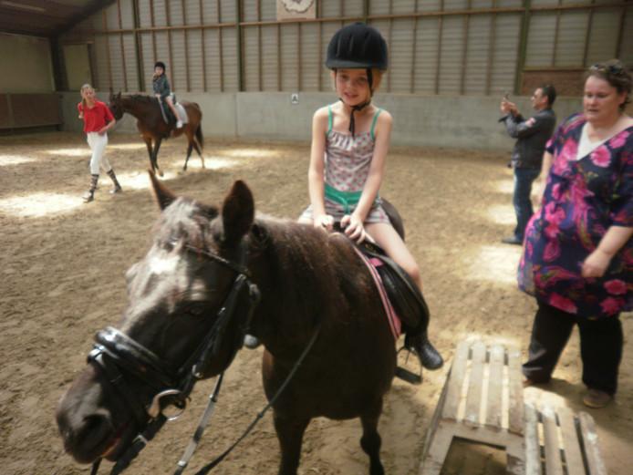 Ponyrijden op Zorgboerderij De Burgthoeve.