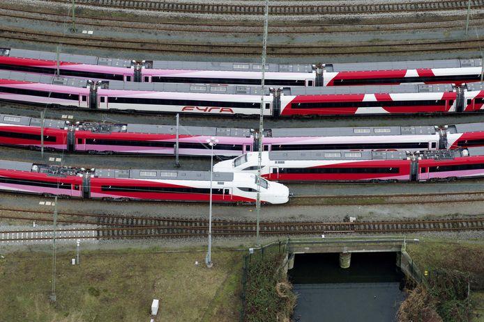 Fyra-treinstellen op rangeerterrein Watergraafsmeer in Amsterdam.