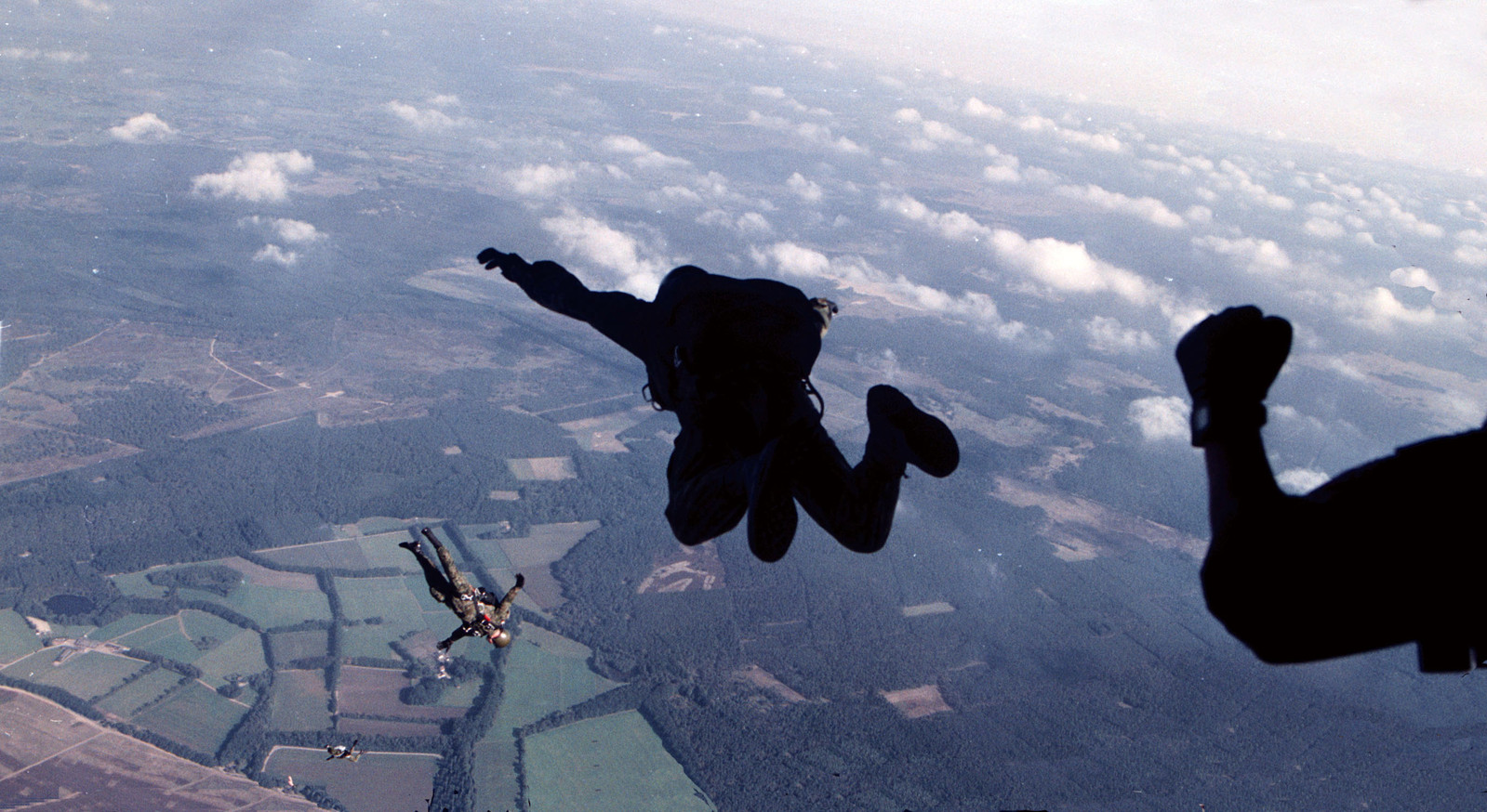 Veteranen springen boven de Ginkelse Heide