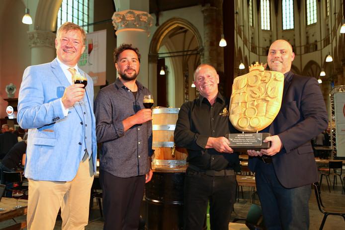 V.l.n.r.: Henri Reuchlin (voorzitter Stichting Week van het Nederlands Bier), Sjoerd van Schuylenburch (Nachtburgemeester Den Haag), Steve Gammage (Eigenaar Brouwerij Bronckhorster) en Marco Philipsen (Bestuurslid Dutch Beer Challenge en directeur MITRA).