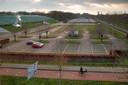 Het parkeerterrein van Sportiom waar tijdens de Koningsnacht 'SMÈRRIG Koningsnacht' zou zijn.