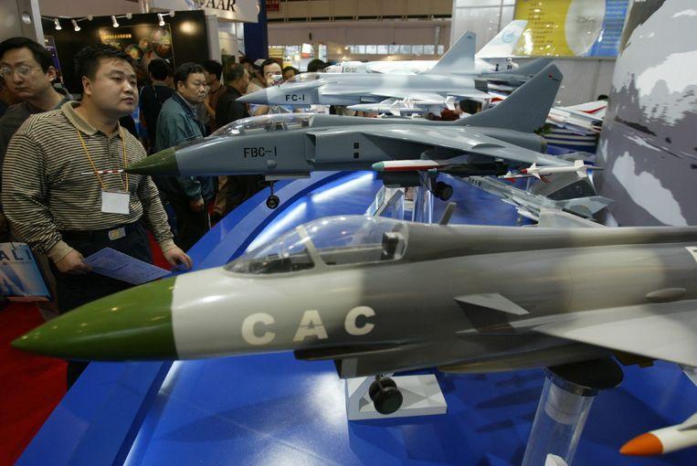 In 2003 stelde de China Aviation Industry Corporation al enkele gevechtsvliegtuigen van Chinese makelij voor.