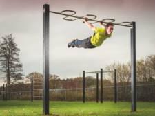 Sporttoestellen voor 'acrobaten' op grasveld in Hengelo
