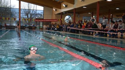 200 leerlingen van zeven Ninoofse scholen nemen deel aan interscholenzwemwedstrijd: Hartencollege Meerbeke zwemt het snelst