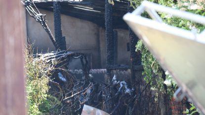 Achterbouw gaat in vlammen op nadat wasmachine vermoedelijk vuur vat