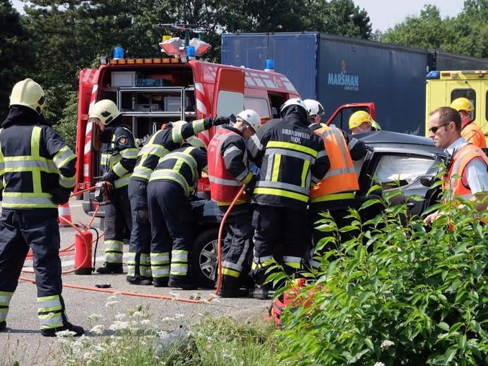 De vrouw van de ene auto raakte bekneld bij het ongeluk
