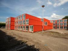 Vlaardingen stopt honderden jongeren in containers op Unilever-terrein