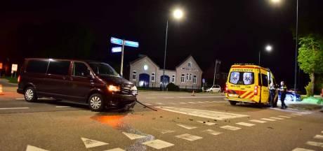 Gewonde bij botsing met twee auto's in Hoeven