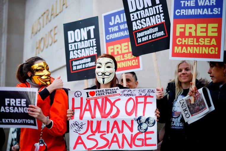 Protesten buiten het Australia House (Australische ambassade) in Londen tegen de uitlevering van Assange aan de VS.  Beeld AFP