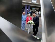 Bloemenhulde en minuut stilte in Oostburg bij Indiëherdenking