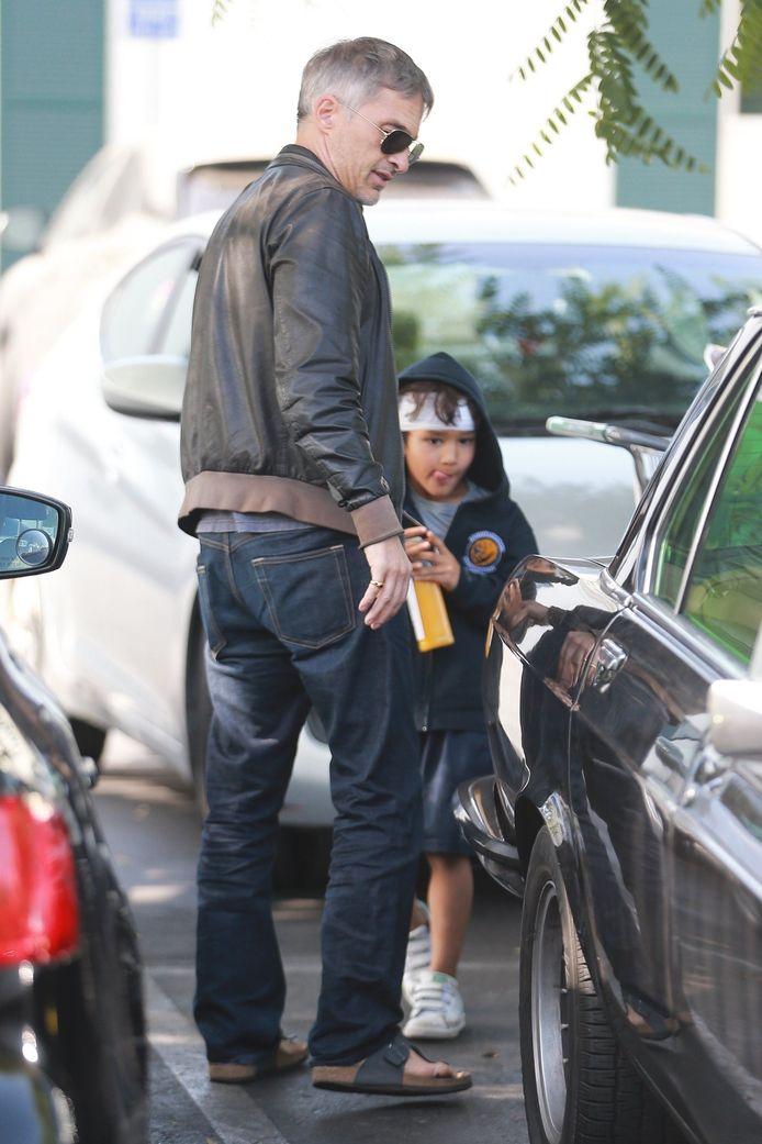 Olivier Martinez et son fils, Maceo, lors d'une sortie pour faire les courses, le 7 novembre.