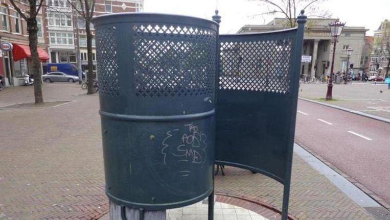 Volgens de rechter kunnen vrouwen met hoge nood ook prima terecht bij een plaskrul, zoals deze op het Haarlemmerplein Beeld Nico Walbrecht