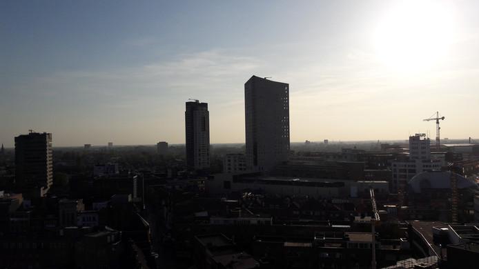 De skyline van Eindhoven, gezien vanaf het dakterras van de Groene Toren (hotel NH en restaurant Vane).
