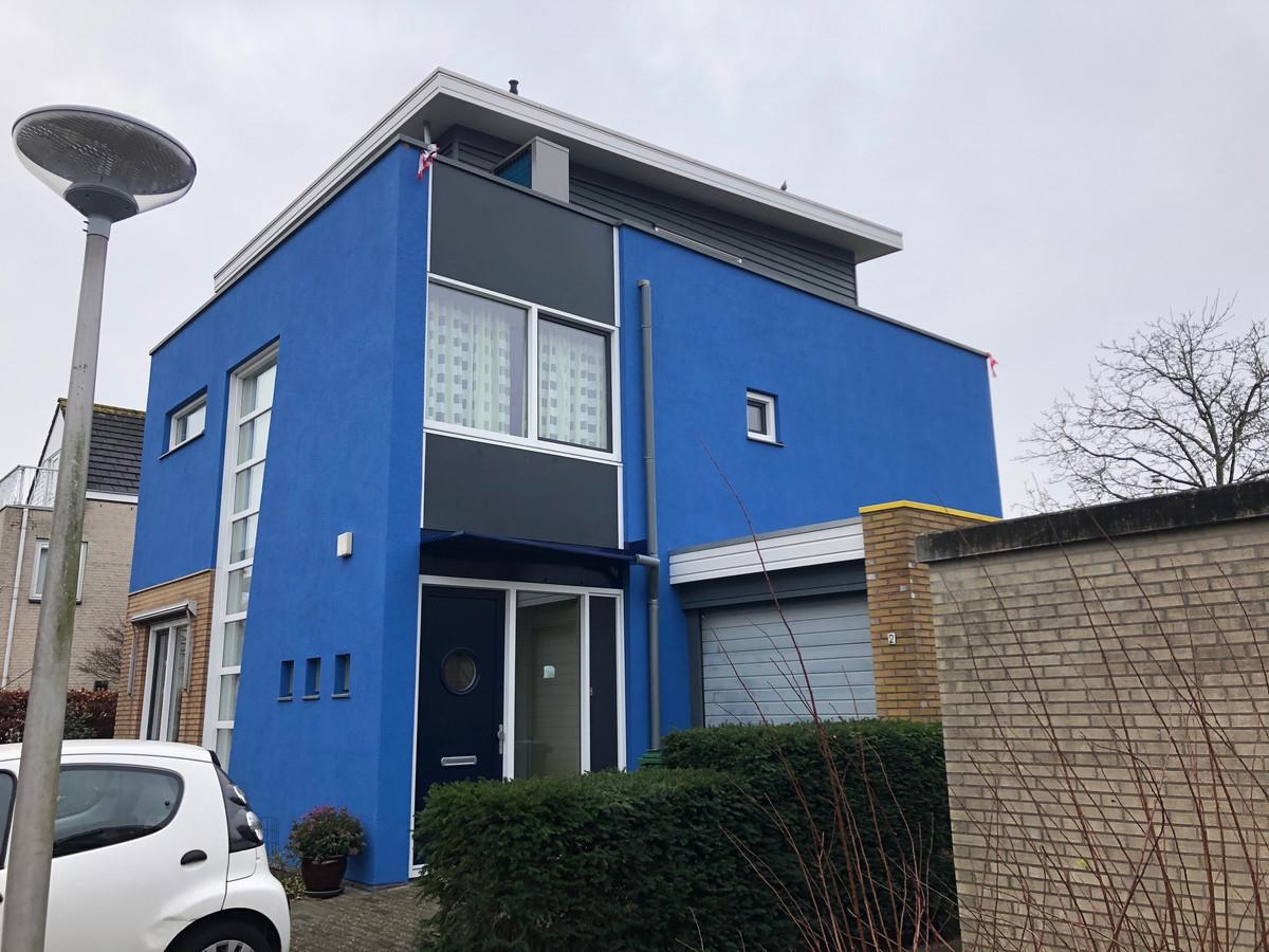 Het huis heeft een te afwijkende kleur van de rest in de wijk, oordeelt de gemeente Amstelveen.
