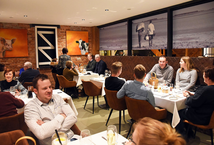 Petrus en Paulus Hoeve in Lamswaarde is verbouwd. Het restaurant oogt ruimer.