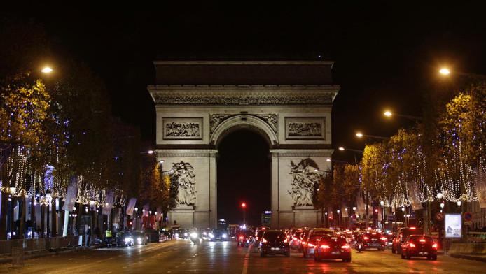 De Champs Elysées met de Arc de Triomphe