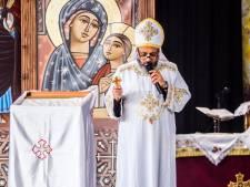 Honderden orthodoxe kopten komen samen in Leidschendam: 'Hier lijkt God dichterbij'