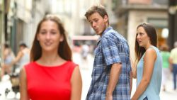 Deze populaire meme is seksistisch, oordeelt Zweedse reclameregulator