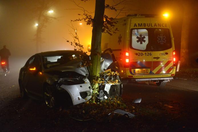 Auto raakt van de Leursebaan in Breda.