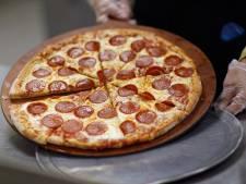 Bezorger van pizza's beroofd in Lelystad door duo met panty's over het hoofd