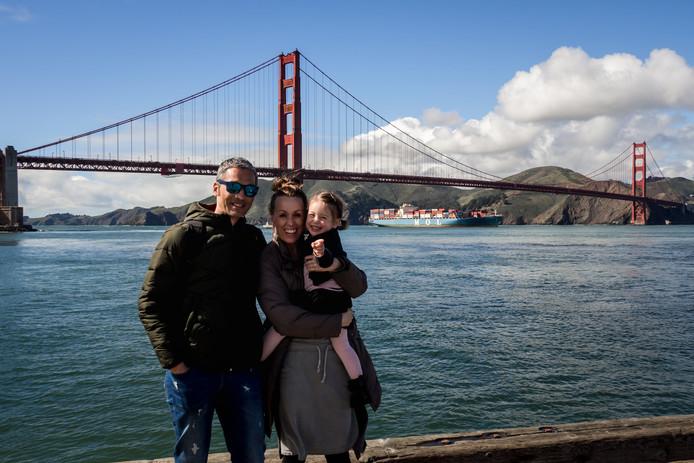 Marry Fermont, Denny ter Steege en hun dochter Liv uit Middelburg maakten een wereldreis van een jaar. Ze bezochten onder meer San Francisco (foto).