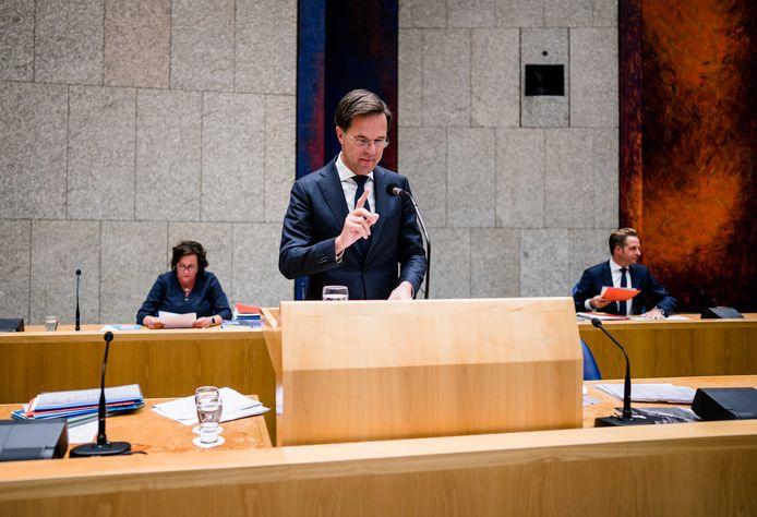Premier Mark Rutte tijdens het plenair debat in de Tweede Kamer over de over de ontwikkelingen rond de corona-uitbraak.