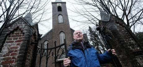 Op de knieën voor de bedreigde kerk