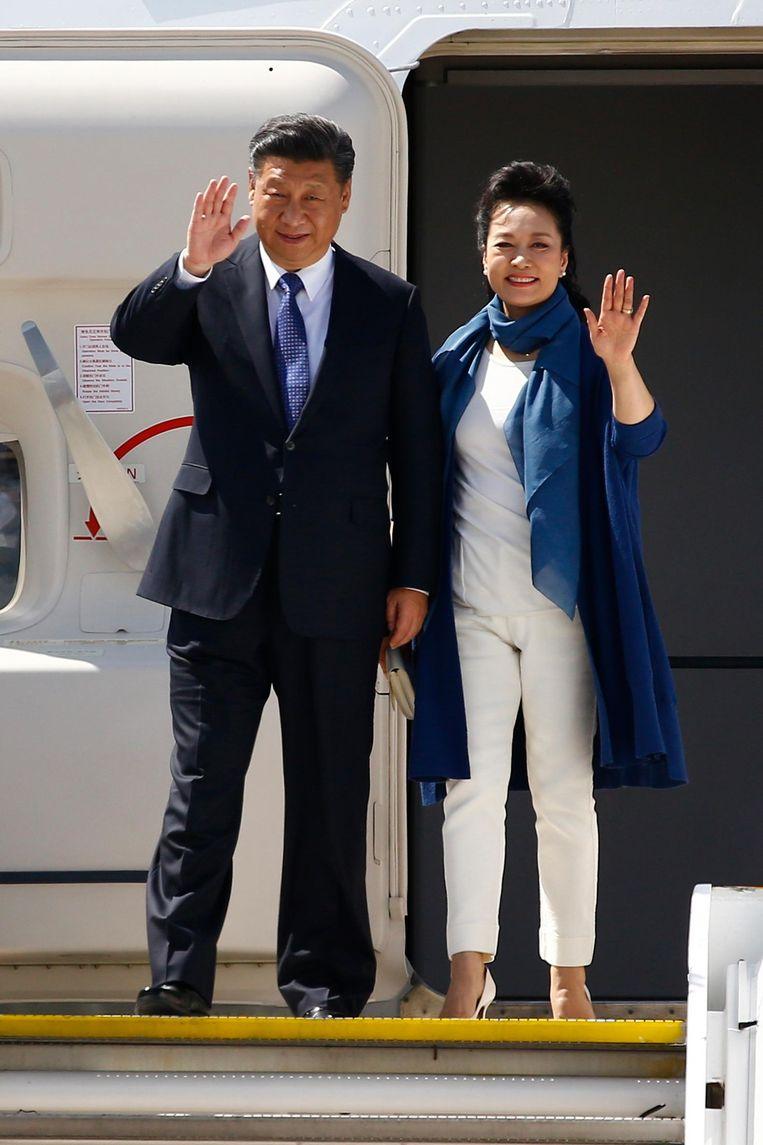 Xi Jinping en zijn vrouw Peng Liyuan arriveren in Hamburg Beeld getty