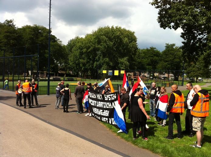 De demonstratie had zijn keerpunt bij het Cruyff Court in de Osse Schadewijk. Het sportveldje bleek zaterdagmiddag verlaten
