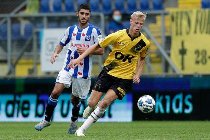 Jan Paul van Hecke in actie tijdens het oefenduel met sc Heerenveen (1-0 winst).