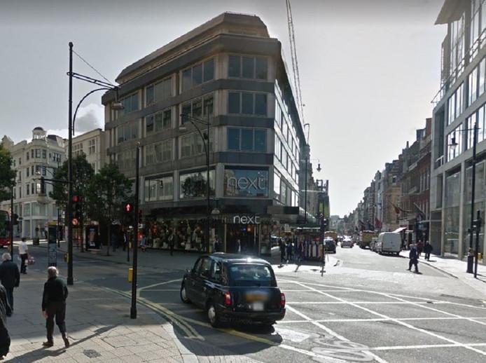 De eerste Hema shop-in-shop is gehuisvest op de eerste verdieping van deze Flagshipstore van het Britse kledingmerk Next in Oxfordstreet.
