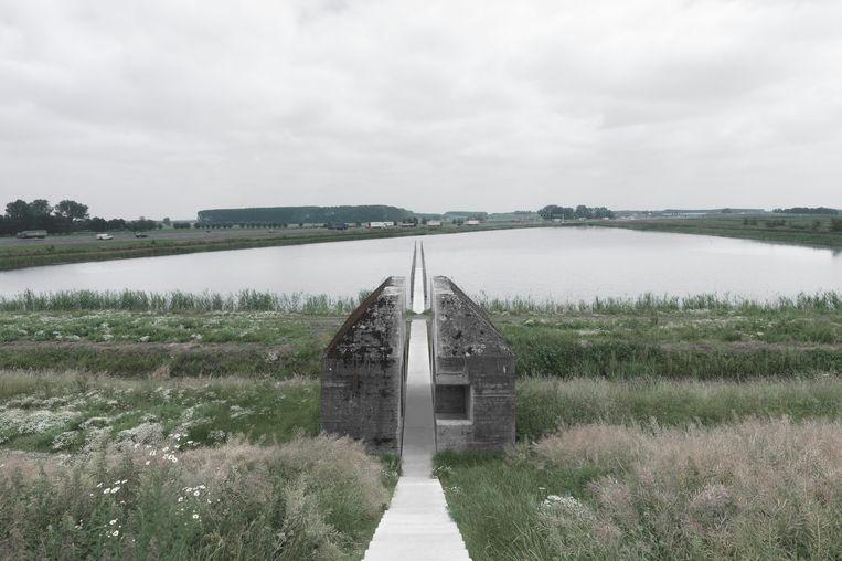 De opengezaagde bunker naast de A2 bij Culemborg. Raaaf stelde hiermee de omgang cultureel erfgoed ter discussie.  Beeld