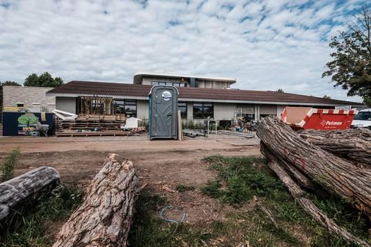 De verbouwing van de school in Zevenaar vordert maar is nog niet klaar.