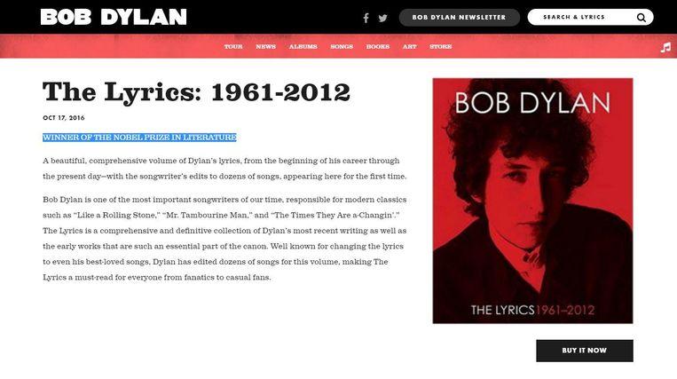 Beschrijving van het boek The Lyrics: 1961-2012. De zin 'WINNER OF THE NOBEL PRIZE IN LITERATURE' werd vandaag toegevoegd. Beeld Bob Dylan