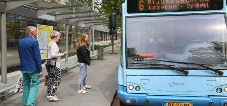 Apeldoorn ziet bus liefst uit Hofstraat vertrekken