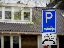 Elektrische rijders moeten maanden geduld hebben voor laadpaal: wachtlijsten lopen op